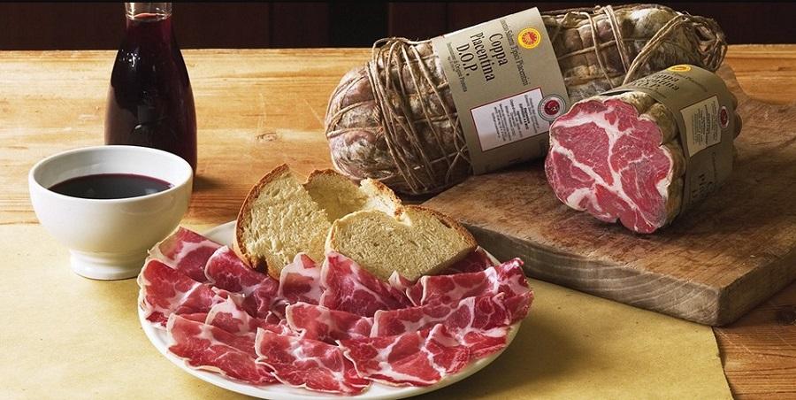Итальянские продукты: ветчина и колбасы
