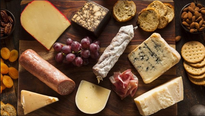 Итальянские продукты, закуски и соусы.